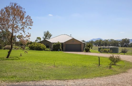 3 Greentrees Drive &#8211&#x3B; Lifestyle opportunity