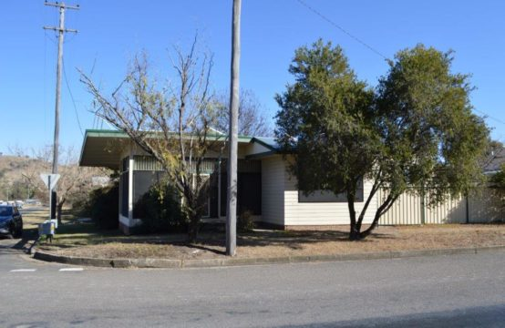 SOLD – 43 Main North Road – Willow tree